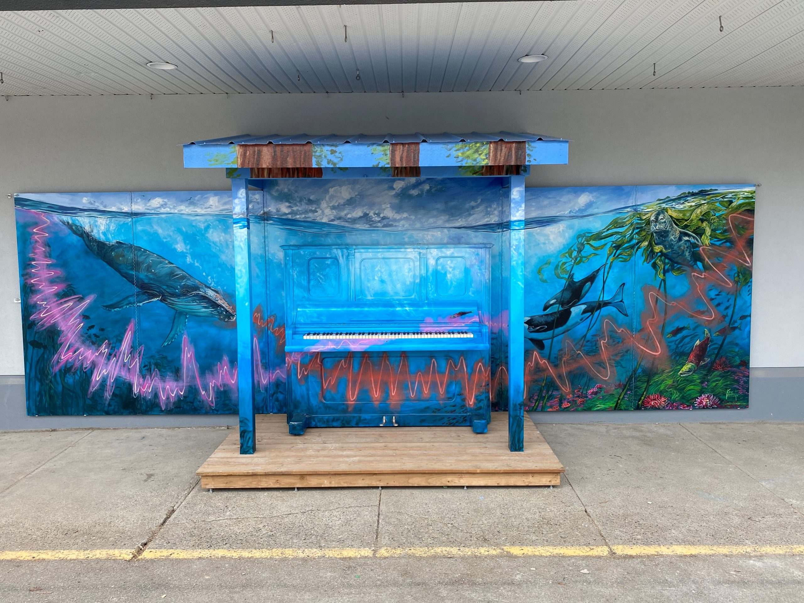 Opening the enclosure reveals the panoramic underwater ocean scene and the public street piano.